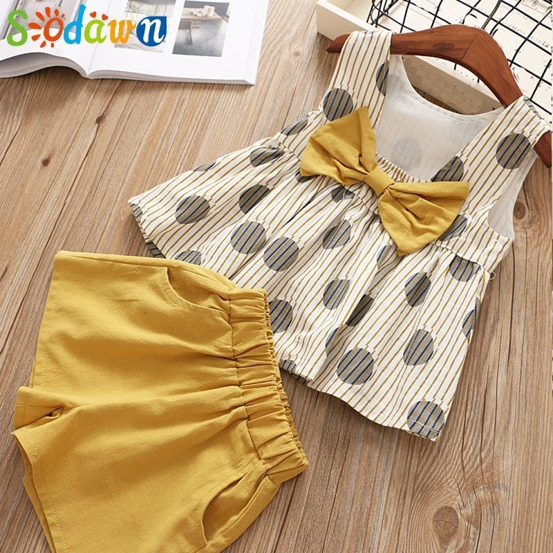 Dotted Pattern Cotton + Polyester Tops & Elastic Waist Shorts Clothing Sets